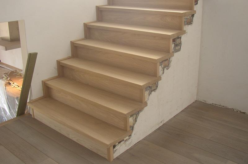 Betonnen trap bekleden gebroeders janssen for Open trap bekleden met hout